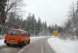 Put preko Oštrelja: Snijeg i led KAO UOČI BOŽIĆA, a ne pred Vaskrs (FOTO, VIDEO)