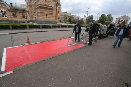 """Poznaćete ih po crvenoj boji: Počelo označavanje """"humanih parkinga"""" u Banjaluci"""