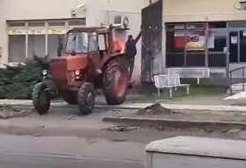 UHAPŠENA DVA MUŠKARCA Traktorom srušili partizanski spomenik (VIDEO)