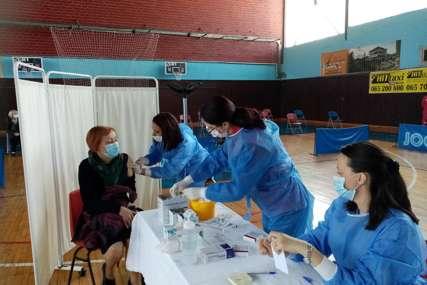 REVAKCINACIJA U TOKU Prijedorčani zadovoljni što je nastavljena imunizacija protiv korone (FOTO)