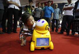 IGRANJE ULOGA Roboti pomažu autističnoj djeci kod socijalnih vještina