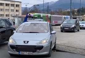 GRAĐANI OGORČENI Protest u Sarajevu jer nisu nabavljene vakcine (VIDEO)