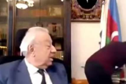 SKANDALOZNO Političar tokom videosastanka pomilovao asistentkinju po zadnjici (VIDEO)