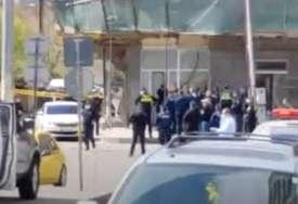 TALAČKA KRIZA Naoružan muškarac zarobio dvije osobe, u zgradi ostalo još četvoro ljudi (FOTO)