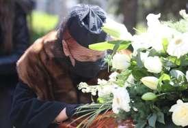 """Posljednji oproštaj od legende: Tozovac sahranjen sa šalom Crvene zvezde i uz pjesmu """"Violino ne sviraj"""""""