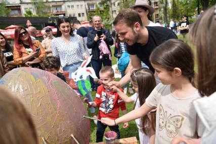"""Kreativnost i tradicija: Mališani farbali jaja u Parku """"Petar Kočić"""""""