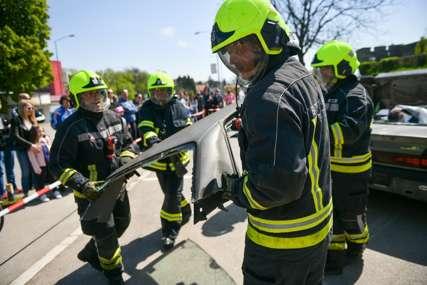 Izgorjela tri autobusa na voznom parku firme: Sumnja se da je požar podmetnut