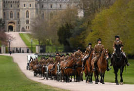 """SAHRANA U DVORCU VINDZOR Kovčeg princa Filipa biće prevezen posebno naručenim """"lend roverom"""""""