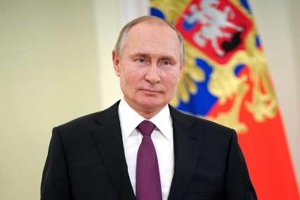 """Putin položio cvijeće na Gagarinov spomenik """"Zadržati status vodeće nuklearne i svemirske sile"""""""