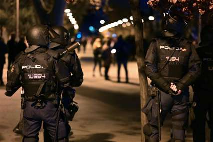 PREKRIVEN CRVENIM FLEKAMA Nož stigao na adresu ministra turizma Španije