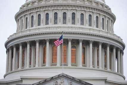 PUCNJAVA NA KAPITOLU Zakjučan Kongres, niko ne smije ni da uđe ni da izađe iz zgrade (VIEDO)
