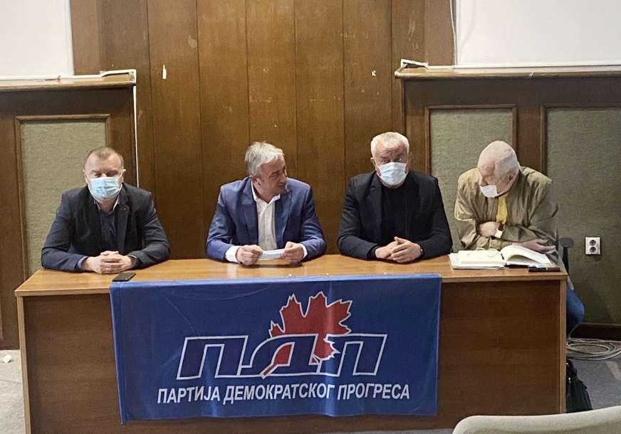 """Borenović sa članovima GO Prijedor """"Organizovati Sabor gradske organizacije"""""""