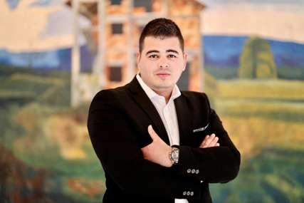 """Izložba """"Balkanska kula"""" akademskog slikara Aleksandra Bajunovića otvorena u Kamenoj kući"""