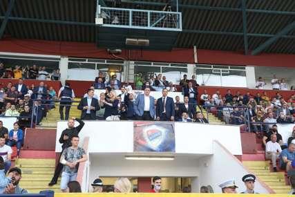I oni su došli da bodre FK Borac: Cvijanovićeva i Dodik na Gradskom stadionu (FOTO)