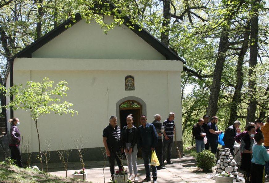 Za ovo mjesto se vežu mnoga vjerovanja: Crkva Svete Petke izvor života u Odevcu