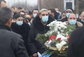 Zapaljen grob oca Darka Lazića: Utvrđuje se da li je požar slučajno izbio ili ga je neko podmetnuo