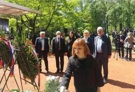 """""""Prenositi sjećanje na ŽRTVU SRPSKOG NARODA"""" Delegacija PDP položila cvijeće u Donjoj Gradini (FOTO)"""