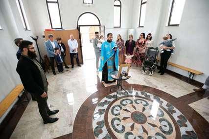Radosna vijest čekala se 30 godina: Prvo vjenčanje i krštenje u obnovljenoj Staroj Crkvi u Derventi (FOTO)