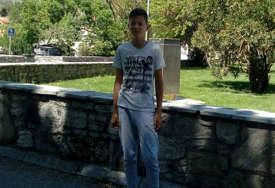 GEST ZA SVAKU POHVALU Igor (13) iz Trebinja našao novčanik pun para i vratio ga trudnici