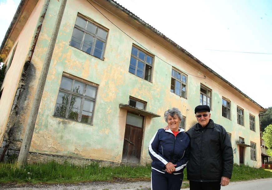 Ovdje su doktori nauka i ambasadori UČILI PRVA SLOVA: Kako su opustjele učionice u Lušci Palanki (FOTO)