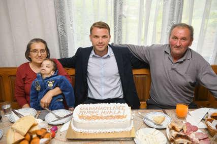 """GRAD STOJI IZA NJIH"" Gradonačelnik obišao nekoliko banjalučkih porodica (FOTO)"