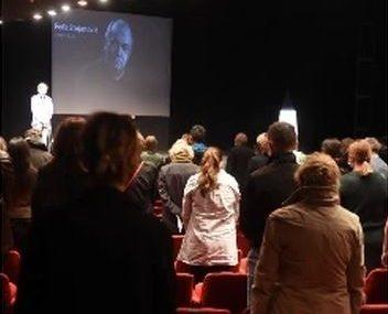 """""""Obožavao je pozorište, svoju drugu kuću"""" Bane Trifunović u suzama za kolegom Feđom, pročitao je i poruku Mire Banjac"""