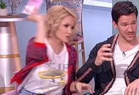 Pjevačica izljubomorisala voditeljki: Goca Tržan gađala Sanju Marinković usred emisije (FOTO)