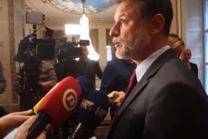 """""""NIJE PRVI PUT"""" Fotografija šefa hrvatskog sabora u kupaćim gaćama podigla buru (FOTO)"""