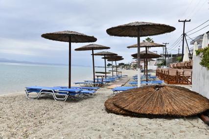 GRCI ČEKAJU TURISTE Prvi dan turističke sezone protekao u iščekivanju, plaže otvorene, lokali spremni (FOTO)