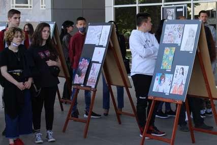 IZLOŽBA NA OTVORENOM Mladi gradiški slikari pokazali raskošan talenat