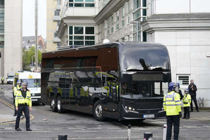 OPET PROTESTI Navijači Junajteda zaustavili autobus Liverpula