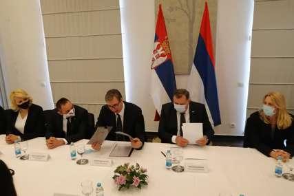 """""""Oni koji su razbijali Jugoslaviju, danas govore o nepromjenjivosti granica"""" Vučić istakao TRI PROBLEMA sa kojima se srpski narod suočava"""