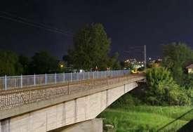 Misterija na željezničkom mostu u Čačku: Prolaznici pronašli nekoliko neobičnih tragova, istražuje se da li je neko SKOČIO U RIJEKU