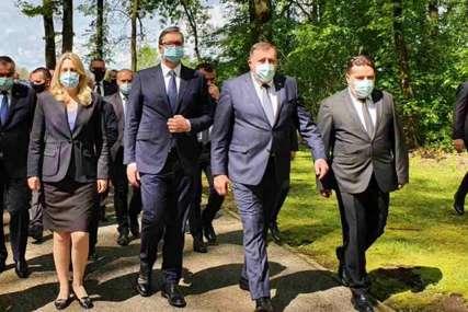 """""""DA SE NE PONOVI"""" Stevandić prisustvovao pomenu žrtvama u Donjoj Gradini"""