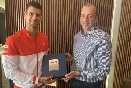 ĐOKOVIĆU PRIZNANJE IZ SRPSKE Milinović: Novak je odlučan da pomogne razvoj tenisa (FOTO)