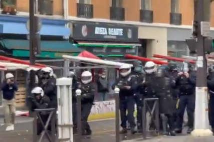 Burno na skupu podrške Palestincima: Sukob policije i demonstranta u Parizu (VIDEO)