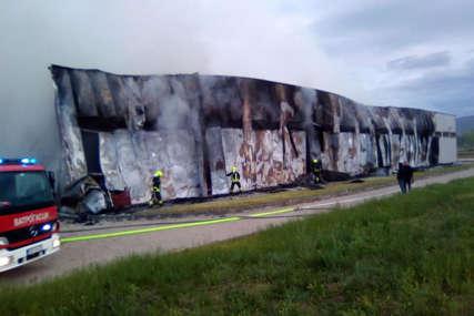 BUKTINJA KOD BANJALUKE Gorila hala preduzeća, vatrogasci se dva puta borili sa vatrom (FOTO)