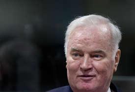 """Advokat o zdravstvenom stanju Ratka Mladića """"Ne žali se, ne kuka, ali loše je, nije sposoban za suđenje"""""""