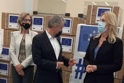 Značajna pomoć u borbi protiv korone: Satler uručio PCR testove Institutu za javno zdravstvo Srpske