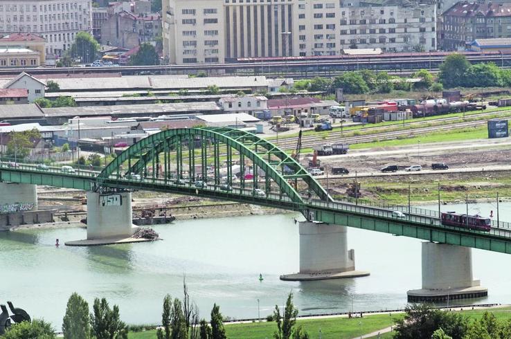Skočio sa mosta, pa ga pregazio taksi: U teškoj nesreći u Beogradu stradao mlađi muškarac