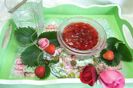 Može sa domaćim, ali sa šumskim je pravi pogodak: Za slatko od jagoda trebaju vam SAMO ČETIRI SASTOJKA