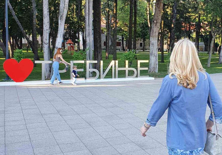 PREDAH NAKON RADNOG DANA Predsjednica Republike Srpske u šetnji Trebinjem (FOTO)