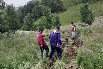 VLASTITIM SREDSTVIMA Mještani milićkog sela Koprivno sami grade vodovod