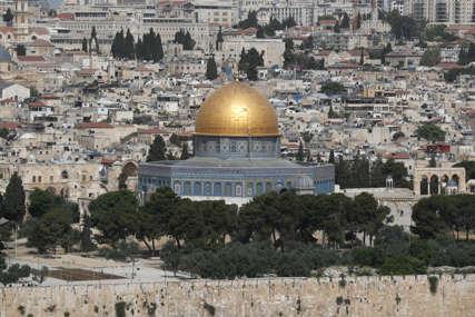 HAOS U JERUSALIMU Sukobi na svetom mjestu Izraelaca i Palestinaca počeli od ranog jutra (FOTO)