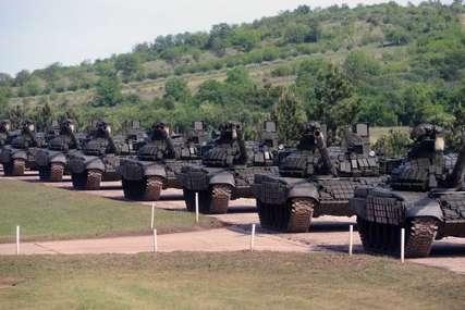 """""""JAKA VOJSKA, STABILNA SRBIJA"""" Rusija donirala 30 tenkova i 30 oklopno-izviđačkih automobila u vrijednosti oko 75 miliona evra"""
