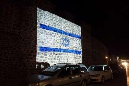ZNAK SOLIDARNOSTI Zidine starog grada večeras u bojama zastave Izraela