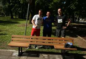 Humanost i praktičnost: U Parku Mladen Stojanović postavljena klupa prilagođena osobama sa invaliditetom
