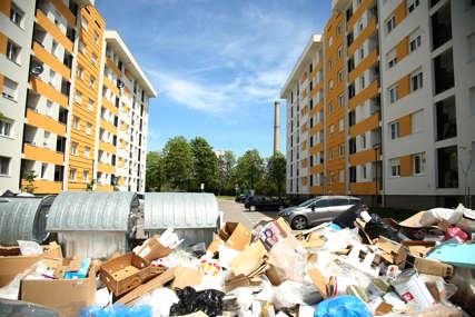 """Mještani naselja """"Siti blok"""" zabrinuti za zdravlje: Nedostatak kontejnera stvara deponije oko zgrada"""