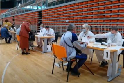 """Građani zadovoljni procesom vakcinacije u Zenici """"Molili smo se da dobijemo bilo kakve vakcine"""""""