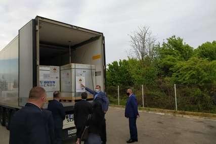 U Banjaluku stiglo 80.000 doza Sinofarma: Do sada najveća isporuka vakcina protiv korone Srpskoj (FOTO)